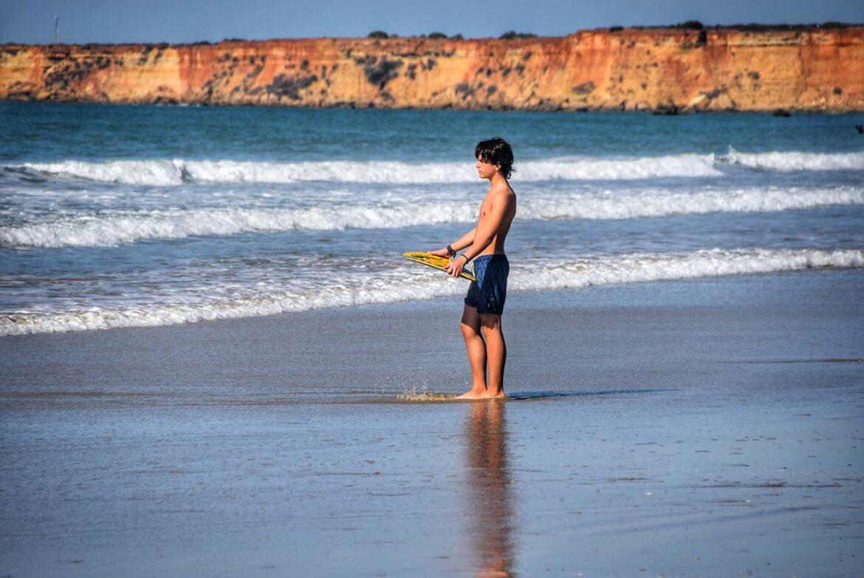 Conil despide octubre en la playa